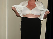 MY BIG HANGING JUGGS MATURE HOUSEWIFE DISPLAYED FOR ALL TO SEE