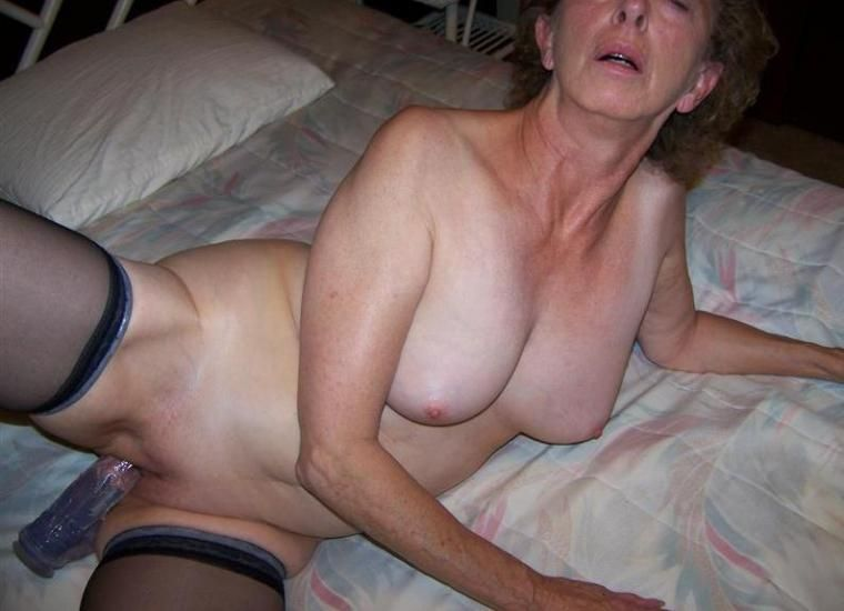 Sexy mature woman dildo video