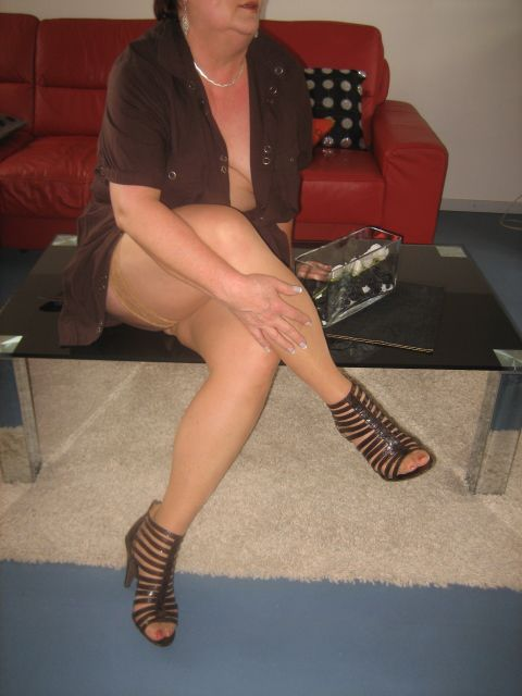 Karen wears tan pantyhose gallery