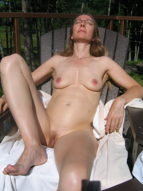 wife naked on chair