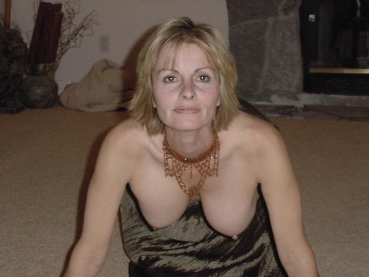 her tits show Wife loves to