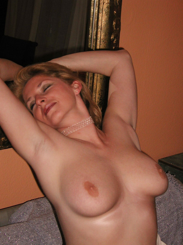 Wife showing her boobs