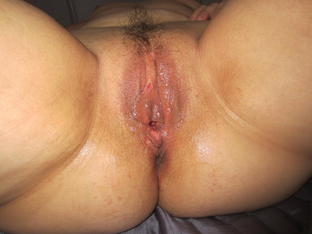 Wife dripping creampie