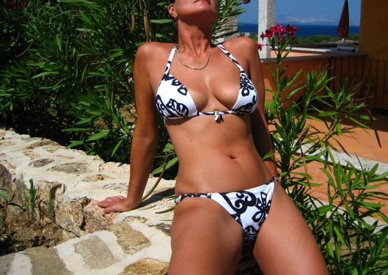 Rosary Bikini clad beauties